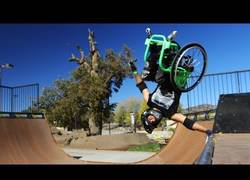 Enlace a Freestyle en el skate park con silla de ruedas, los límites los pones tú