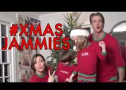 Enlace a La felicitación navideña más vista en lo que va de año, Xmas Jammies (Inglés)