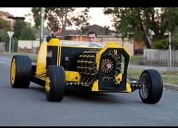 Enlace a Un coche hecho con Lego de tamaño real con un motor que funciona con aire