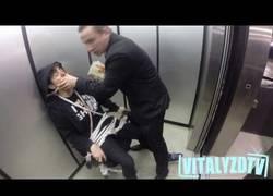 Enlace a El hitman ruso vuelve a actuar, esta vez en un ascensor