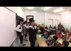 Enlace a Así se despide a un profesor que se jubila en Sevilla