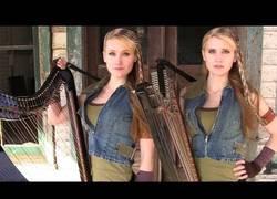 Enlace a Tema de The Walking Dead interpretado en arpa por estas dos gemelas