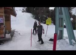 Enlace a Y aquí tenemos al inútil de la pista de esquí