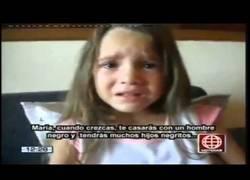 Enlace a Esta niña pequeña llora porque dice que quiere ser negra