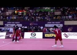 Enlace a Esto es Sepak takraw, una variante del voleibol, popular en el sudeste asiático