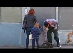 Enlace a ¿Ayudarías a un mendigo tullido si lo vieras en un apuro?