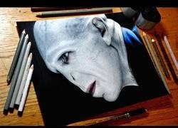 Enlace a Dibujando a Lord Voldemort hiper-realistamente