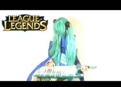 Enlace a Un cosplayer tocando la nueva BSO metal de League of Legends. ¡Y la clava nota por nota!