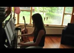 Enlace a Padre cumple el deseo de su hija muerta de convertirse en una pianista famosa