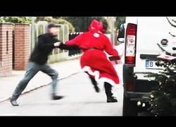 Enlace a Ésta es la época perfecta para que Papá Noel robe regalos de los mensajeros
