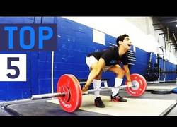 Enlace a 5 fails levantando pesas