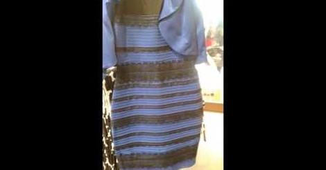 El vestido es negro y azul