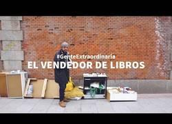 Enlace a Increíble historia del vagabundo que vende libros