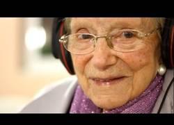 Enlace a ¿Puede la música vencer el Alzheimer? Y lo que todos necesitamos es amor