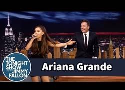 Enlace a Increíble imitación de Celine Dion por Ariana Grande