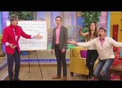 Enlace a Jim Parson aprende español en un programa latino