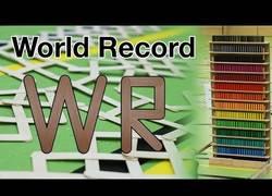 Enlace a Hacen un record mundial de domino con palitos