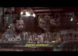 Enlace a ¿Cobran las mujeres lo mismo que los hombres? Curiosa campaña por la igualdad del sueldo en Brasil