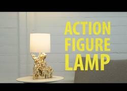 Enlace a Ha transformado sus juguetes en una lámpara genial