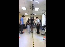 Enlace a Hombre parapléjico vuelve a caminar gracias a la ciencia