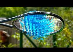 Enlace a Gelatina pasada por raqueta a cámara lenta