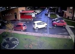 Enlace a No se puede salir peor de una plaza de parking