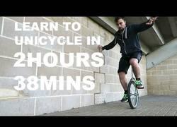 Enlace a Si te lo propones, lo puedes conseguir: Este chico consigue montar en monociclo en tiempo récord