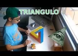 Enlace a Este chico hace una increíble ilusion óptica con 13 cubos de rubik