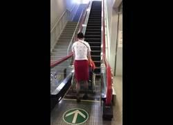 Enlace a Japón nos lleva años de ventaja. Una escalera mecánica para sillas de ruedas