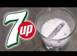 Enlace a Esto es lo que pasa cuando echas litio al 7 Up