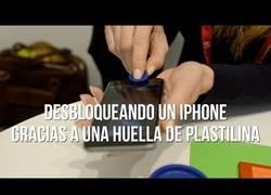 Enlace a Así se rompe la seguridad en los móviles de la huella con plastilina