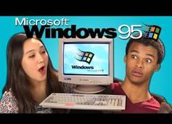 Enlace a Estos chicos alucinan y mucho viendo y probando Windows 95 [inglés]