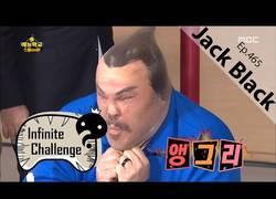 Enlace a El divertido juego en el que participa Jack Black en un programa coreano