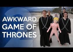 Enlace a Divertida parodia de Juego de Tronos y la gente alucinando