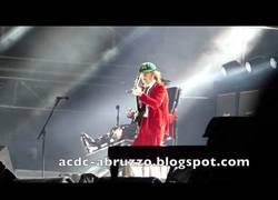 Enlace a Axl Rose cantando Back in Black en su estreno como vocalista de AC/DC en Lisboa