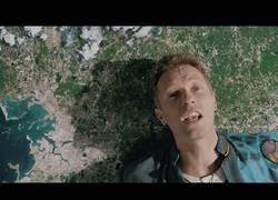 Enlace a Mucha imaginación en el nuevo videoclip de Coldplay