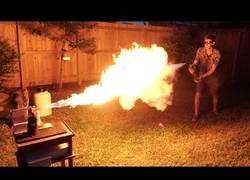 Enlace a Un combate de dos polos opuestos: nitrógeno líquido vs una llama de fuego