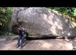 Enlace a La roca de 137 toneladas que todo el mundo puede mover