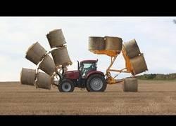 Enlace a El mega tractor que transporta fácil la paja en grandes cantidades
