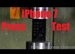 Enlace a Someten al iPhone7 a una prueba de presión con una presa hidráulica