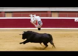 Enlace a El increíble y peligroso arte de los recortadores de toros