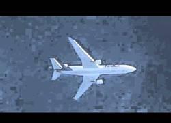Enlace a El increíble poder de un Zoom 200x puesto a prueba con el vuelo de un avión