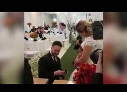 Enlace a Momentazo en una boda de un padrastro a su hijastra: