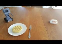 Enlace a El famoso robot de Rick and Morty que te sirve mantequilla ya es una realidad