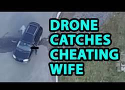 Enlace a Utiliza un drone para descubrir que su esposa le es infiel. [Inglés]