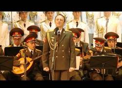 Enlace a Cuando creías haberlo visto todo llega el ejército ruso interpretando una jota aragonesa