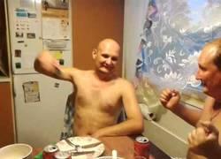 Enlace a Los rusos disfrutando de unas buenas descargas sobre su cuerpo