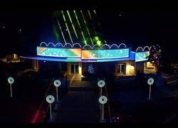Enlace a El increíble show de luces y dubstep dedicado a la Navidad