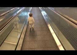 Enlace a Así es como puedes cansar a tu bebé horas antes de un vuelo de larga distancia