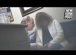 Enlace a Esta mujer graba como su abogado la hipnotiza e intenta abusar sexualmente de ella